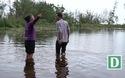 Thanh Hóa: Xót xa vứt bỏ hàng tấn dưa hấu sau bão số 3