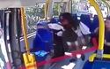 """Hành hung phụ nữ trên xe buýt vì """"ngứa mắt"""" với quần soóc"""
