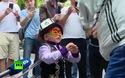 Cậu bé 5 tuổi kéo xe tải 3 tấn chạy bon bon gây kinh ngạc