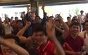 Vỡ òa niềm vui khi tuyển Việt Nam gỡ hòa 1-1