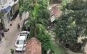 Hình ảnh từ ngoài và trong khuôn viên nhà ông Trần Văn Minh trong buổi khám nhà sáng nay