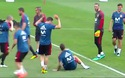 Sergio Ramos giả vờ ngã để chế nhạo C.Ronaldo