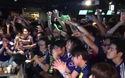 Cổ động viên Nhật Bản ăn mừng chiến thắng trước Colombia