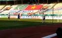 Thủ môn Bùi Tiến Dũng tập phản xạ trước trận đấu với Nhật Bản