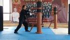 Võ sư Quốc Tuấn thi triển công phu với mộc nhân.