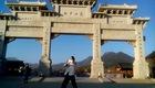 Võ sư Quốc Quân thi triển võ thuật ở núi Tung Sơn - Trung Quốc (video do nhân vật cung cấp)