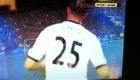 Bobby Zamora đá pen vào lưới Blackburn