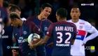 Alves từ chối đưa bóng cho Cavani nhưng lại trao cho Neymar.