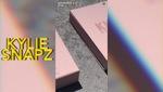 """Đoạn clip Kylie Jenner """"nhá hàng"""" 4 màu son nude hồng siêu hot"""