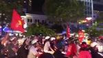 Hàng triệu CĐV Việt Nam đổ ra đường ăn mừng chiến thắng.