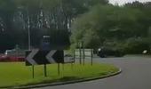 Pha chạy 1 vòng bùng binh trước khi gặp nạn của siêu xe Audi R8 V10