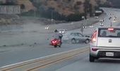 """""""Cà khịa"""" cùng mô tô, ô tô gây nạn kinh hoàng trên cao tốc"""