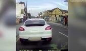 Nhóm tội phạm đi xe ga rút dao cướp đồ của người lái Porsche Panamera giữa ban ngày