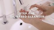 """2 bước làm sạch sâu với quy trình """"Double cleansing"""" của Alicia Yoon."""