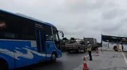 Clip hiện trường chiếc xe khách sau khi tai nạn đã quay ngang đường