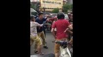 Va chạm giao thông hai người đàn ông Việt hỗn chiến với người nước ngoài