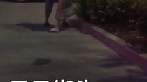 Clip: Chồng đánh vợ giữa phố vì nghi ngoại tình