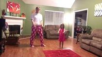 Bố và con gái nhảy Can't stop the feeling