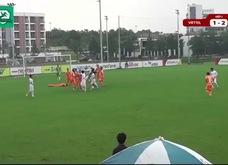 Cầu thủ Viettel đấm vào mặt đối thủ ở giải hạng Nhì