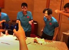 Công Phượng và Đức Huy nhận quà sinh nhật sau chiến tích lịch sử vào bán kết