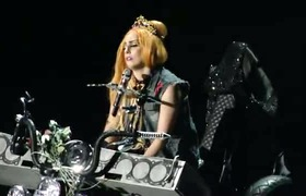 Lady Gaga hát về cái chết của công nương Diana