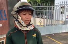 Chị Phương ngồi đợi trước công ty, không muốn về nhà vì lương chưa được giải quyết.