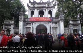 Hà Nội: Ông Đồ quá tải, người dân xếp hàng dài chờ đợi tại Văn Miếu để chờ xin chữ đầu năm mới