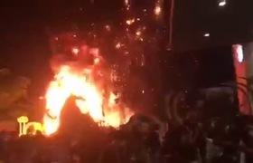 """Sân khấu buổi công chiếu """"Kong: Skull Island"""" ở Sài Gòn bốc cháy dữ dội ngay """"giờ G"""""""