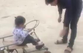 Ông bố trẻ chế xe tự lái tặng con gái khiến các mẹ hết lời khen ngợi