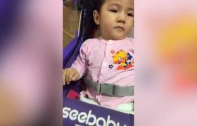 Em bé Lào Cai suy dinh dưỡng được mẹ nuôi chăm sóc