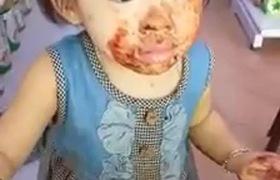 """Hậu trường """"xử lý"""" con gái sau màn bôi trét lên mặt khiến chị Hằng hết hồn"""