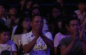"""""""Mặt trời bé con"""": Cậu bé Hà Trung với màn trình diễn vừa đánh piano vừa giải toán"""
