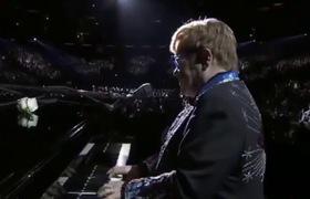 """""""Grammy 2018"""": Màn kết hợp đầy ngẫu hứng của huyền thoại Elton John và Miley Cyrus trong ca khúc """"Tiny Dancers"""""""