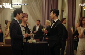 """Tập 1 """"Thư ký Kim sao thế"""": Lee Young Joon khiến các cô gái """"té ngửa"""" khi tự trầm trồ trước vẻ đẹp của bản thân"""