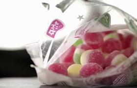 Clip quay quy trình sản xuất phụ gia có trong thạch, bánh kẹo cho trẻ em khiến người xem rùng mình