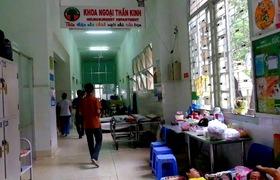Cha chăm con chấn thương não trong vụ tai nạn kinh hoàng ở Tây Ninh.
