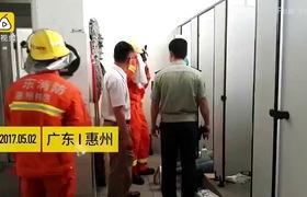 Nữ công nhân bị kẹt tay gần trong bồn cầu tới gần 1 tiếng.