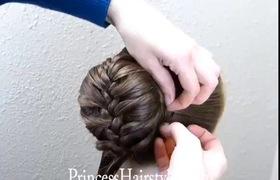 Tết tóc kết hợp búi cao thêm phần quý phái cho các quý cô