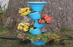 Cây cảnh đặc biệt làm từ những chậu hoa nghiêng