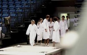 Ấn tượng clip 140 nam nữ khỏa thân để xếp hình truyền tải thông điệp sức khỏe