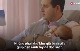 Dụng cụ đỡ bình sữa giúp bố mẹ rảnh tay khi cho con bú bình