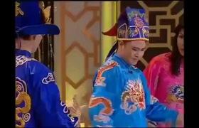 """""""Táo quân 2012"""": Tự Long hát """"Đường cong"""" chế nhạo các người đẹp ăn mặc hở hang."""