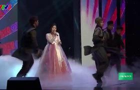 """""""The Voice"""": Han Sara """"ngơ ngác"""" phá hit """"Lạc trôi"""" của Sơn Tùng M-TP"""