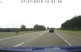 Xe lada gẫy đôi khi bị ô tô mất lái ngược chiều đâm