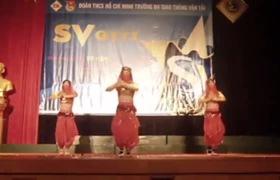 Màn nhảy Ấn Độ sexy của 3 nam sinh viên trường Đại học Giao thông vận tải