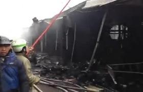 Cháy chợ Nhà Xanh Hà Nội: Tiểu thương thất thần nhìn tài sản biến thành than