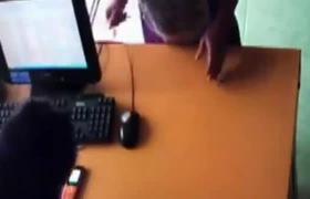 Cô gái ngây thơ bị tên trộm dại khờ ăn cắp điện thoại