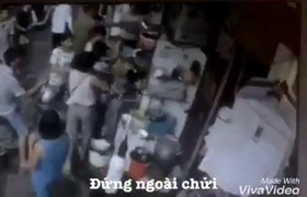 Khách đánh nữ nhân viên 15 tuổi tại quán chè Bốn Mùa