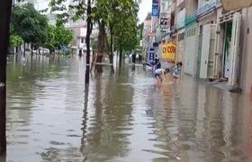 Video KĐT Văn Phú (Hà Đông) ngập nặng sau cơn mưa rào.