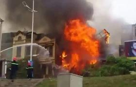 Video cách thoát hiểm khi xảy ra hỏa hoạn tại nhà ống (video do Cục Cảnh sát phòng cháy, chữa cháy và cứu nạn, cứu hộ cung cấp).